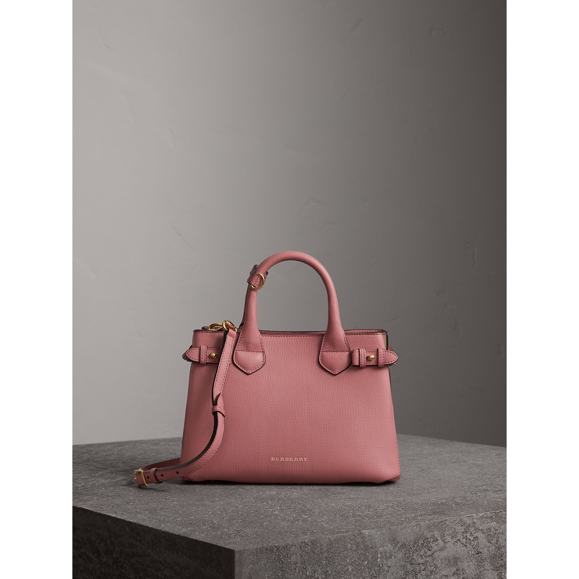 The Banner piccola in pelle con motivo House check (Rosa Malva) - Donna | Burberry - immagine della galleria 8
