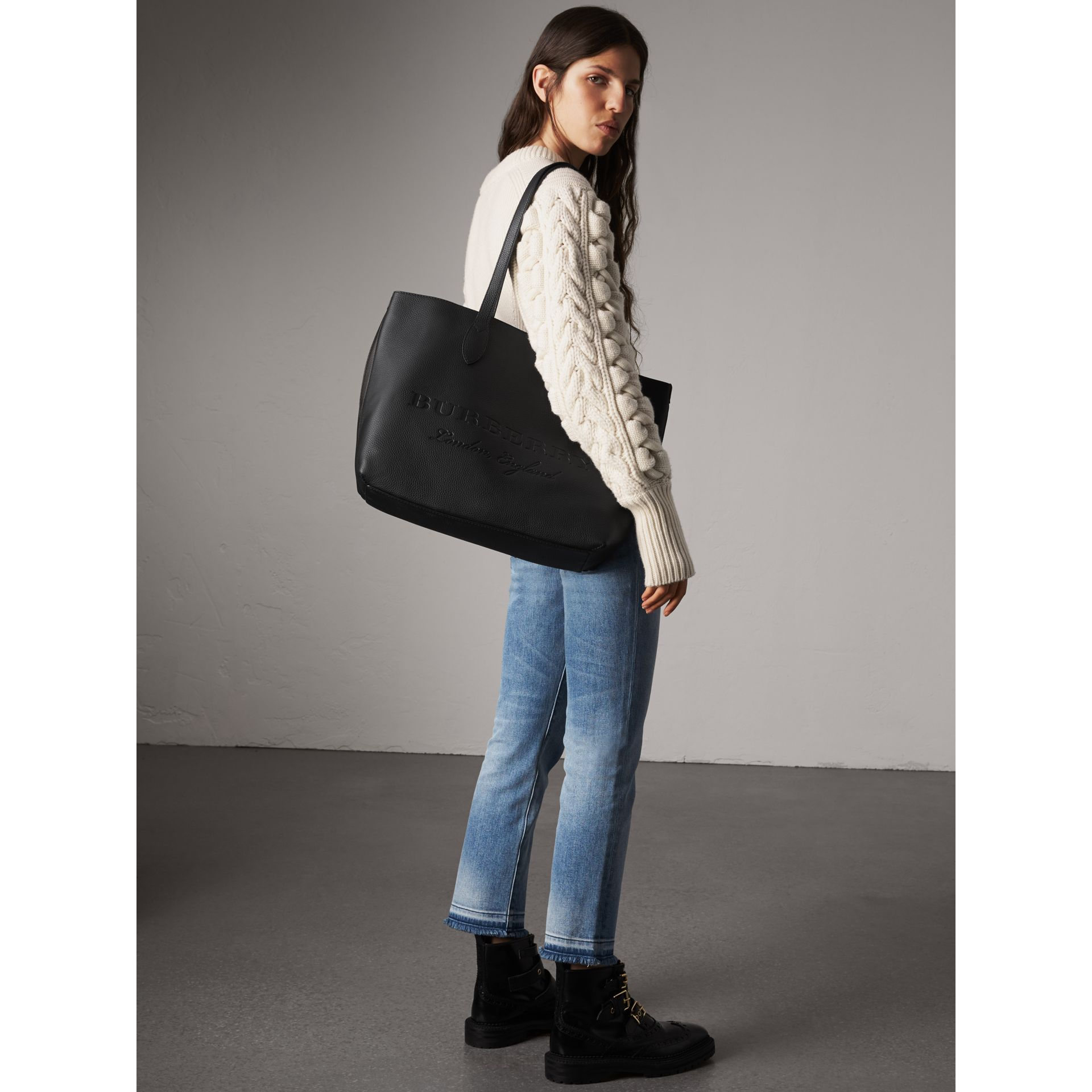 Grand sac tote en cuir estampé (Noir) | Burberry - photo de la galerie 3