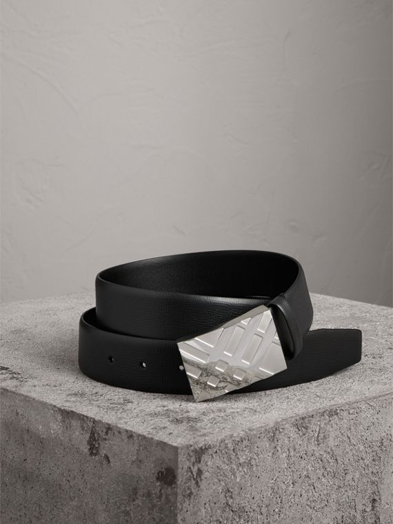 Check-embossed Buckle London Leather Belt in Black