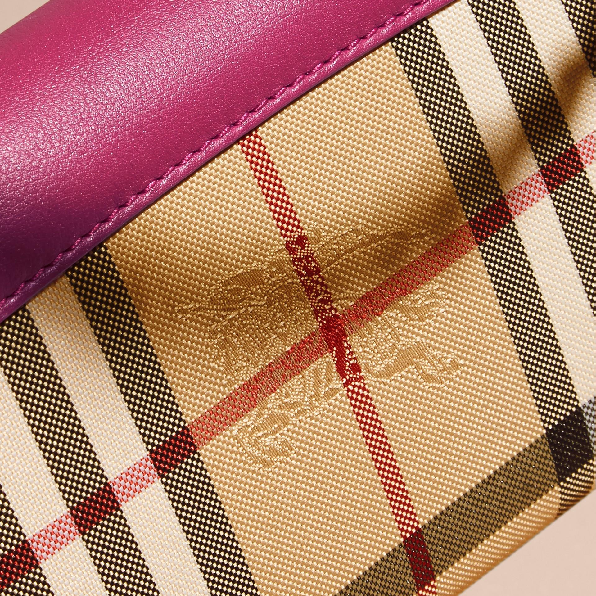 Fucsia brillante Portafoglio con pelle e motivo Horseferry check con catena Fucsia Brillante - immagine della galleria 2