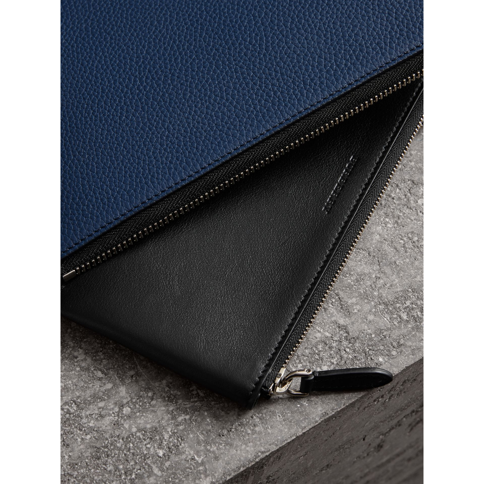Two-tone Grainy Leather Travel Wallet in Bright Ultramarine - Men | Burberry - gallery image 4