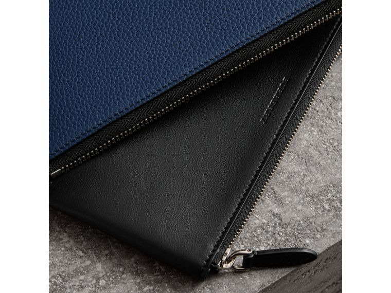 Two-tone Grainy Leather Travel Wallet in Bright Ultramarine - Men | Burberry - cell image 4