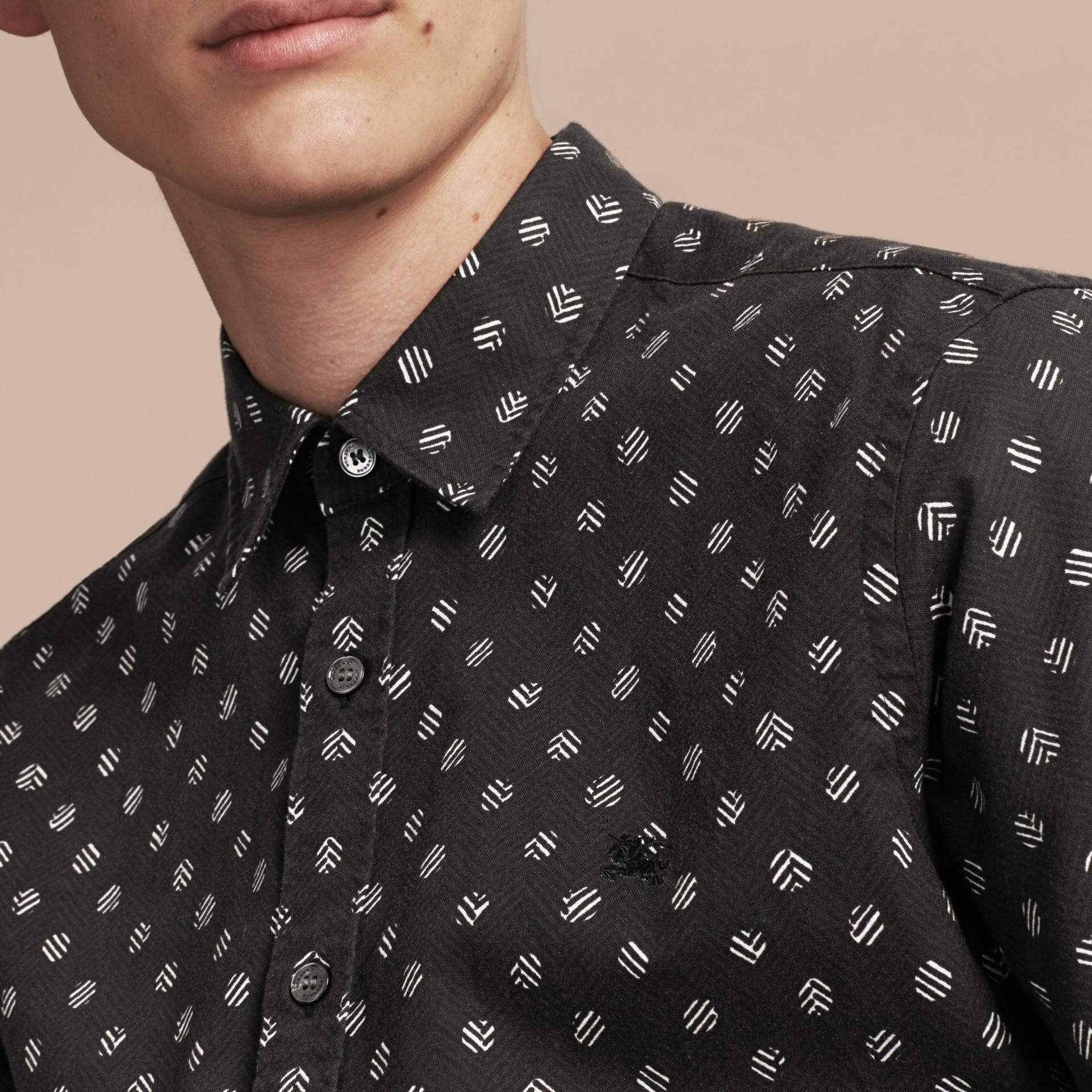 Noir Chemise en coton et lin à manches courtes avec imprimé - photo de la galerie 4