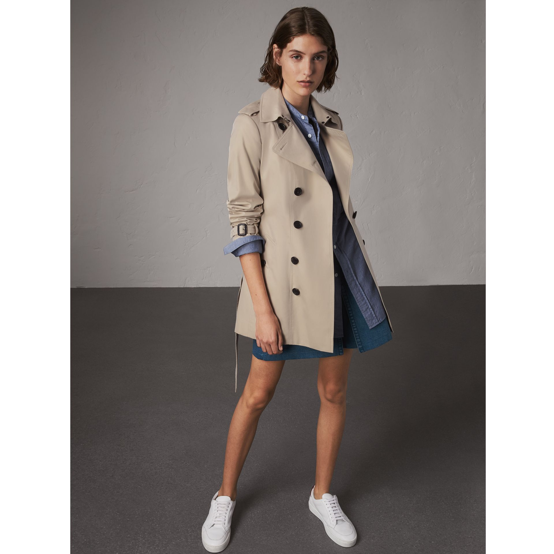 The Sandringham – Short Trench Coat in Stone - Women | Burberry Singapore - gallery image 1