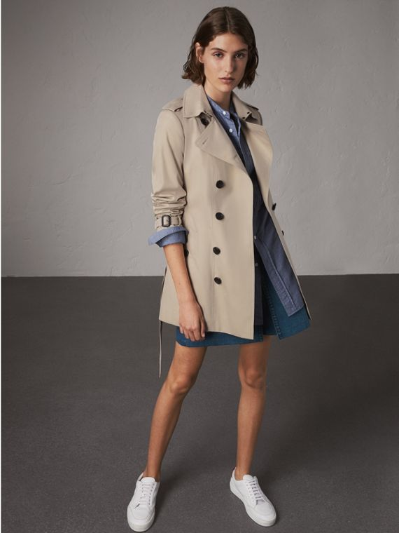 The Sandringham – Short Heritage Trench Coat in Stone