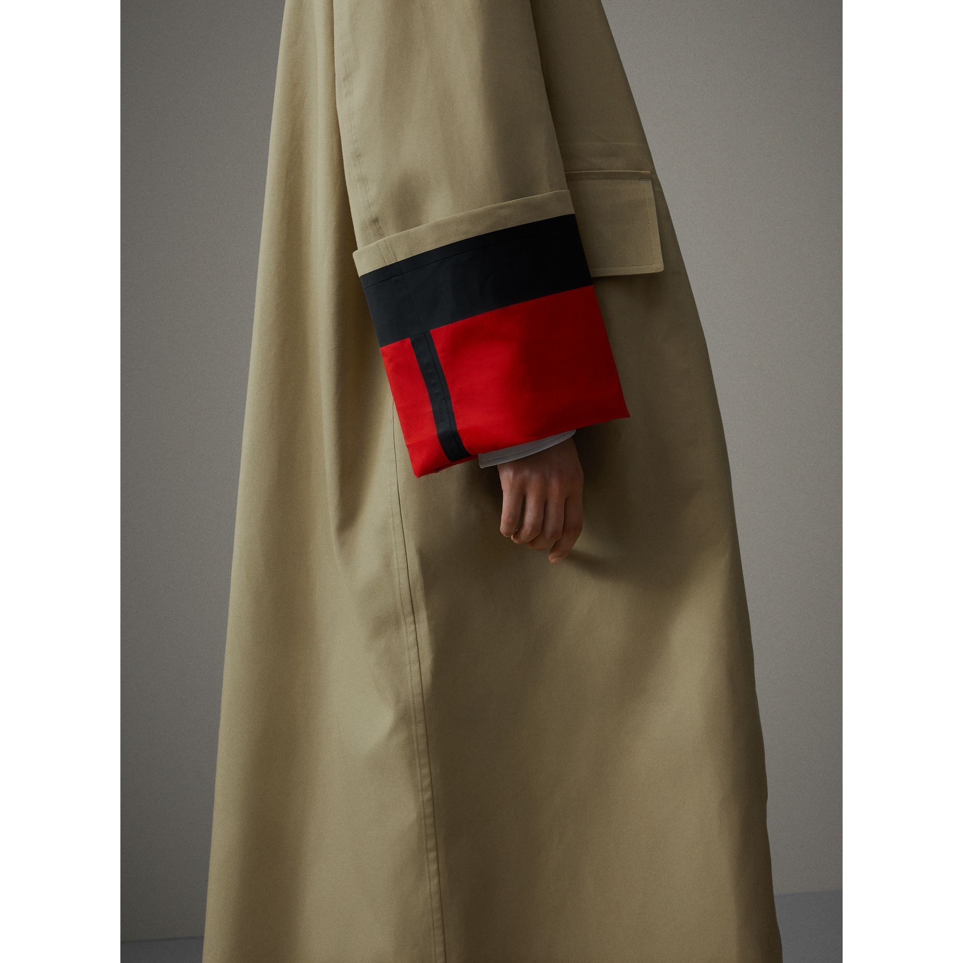 Bonded Cotton Poplin Seam-sealed Car Coat in Beige/red - Women | Burberry - gallery image 1
