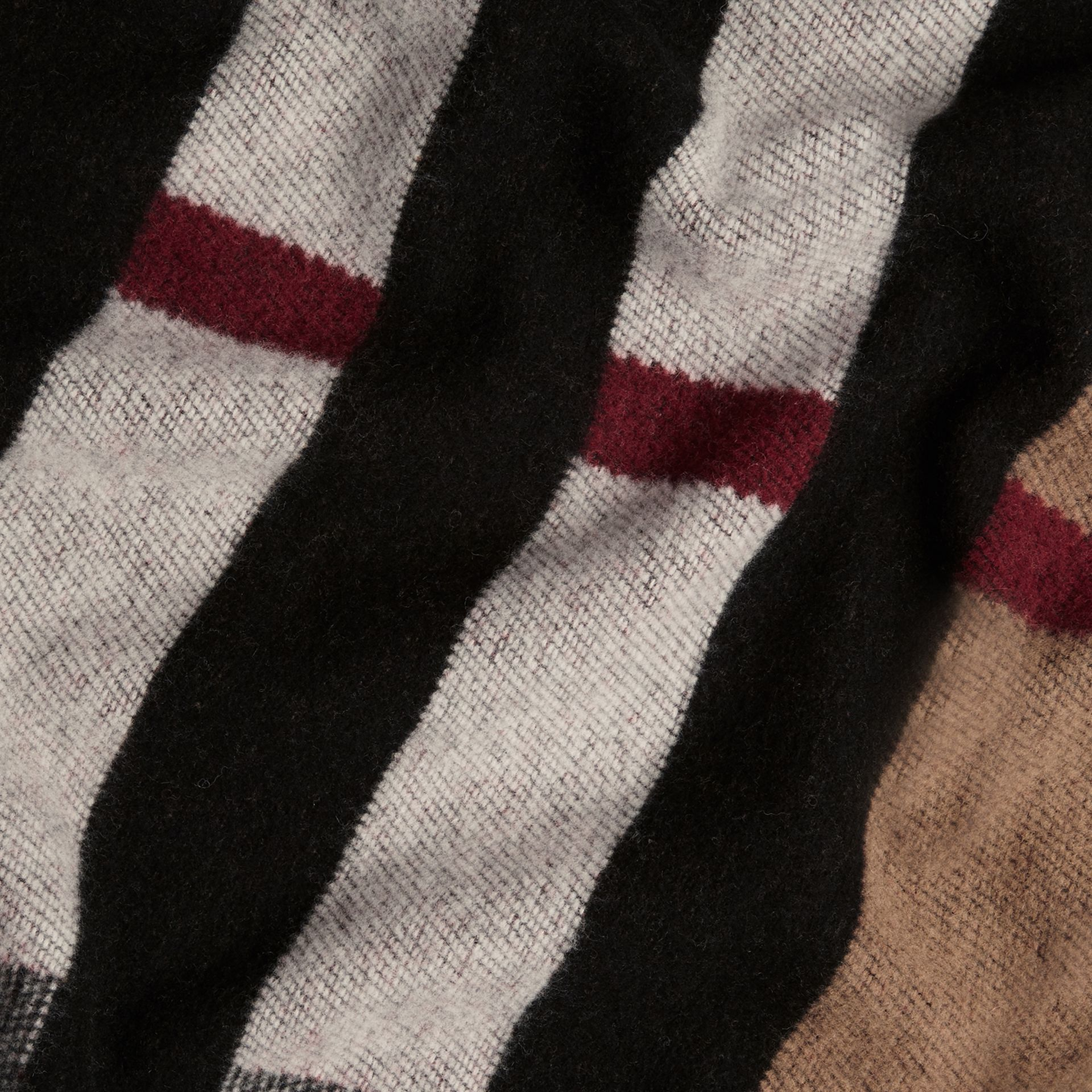 Check Wool Cashmere Blanket in House Check/black | Burberry - gallery image 2