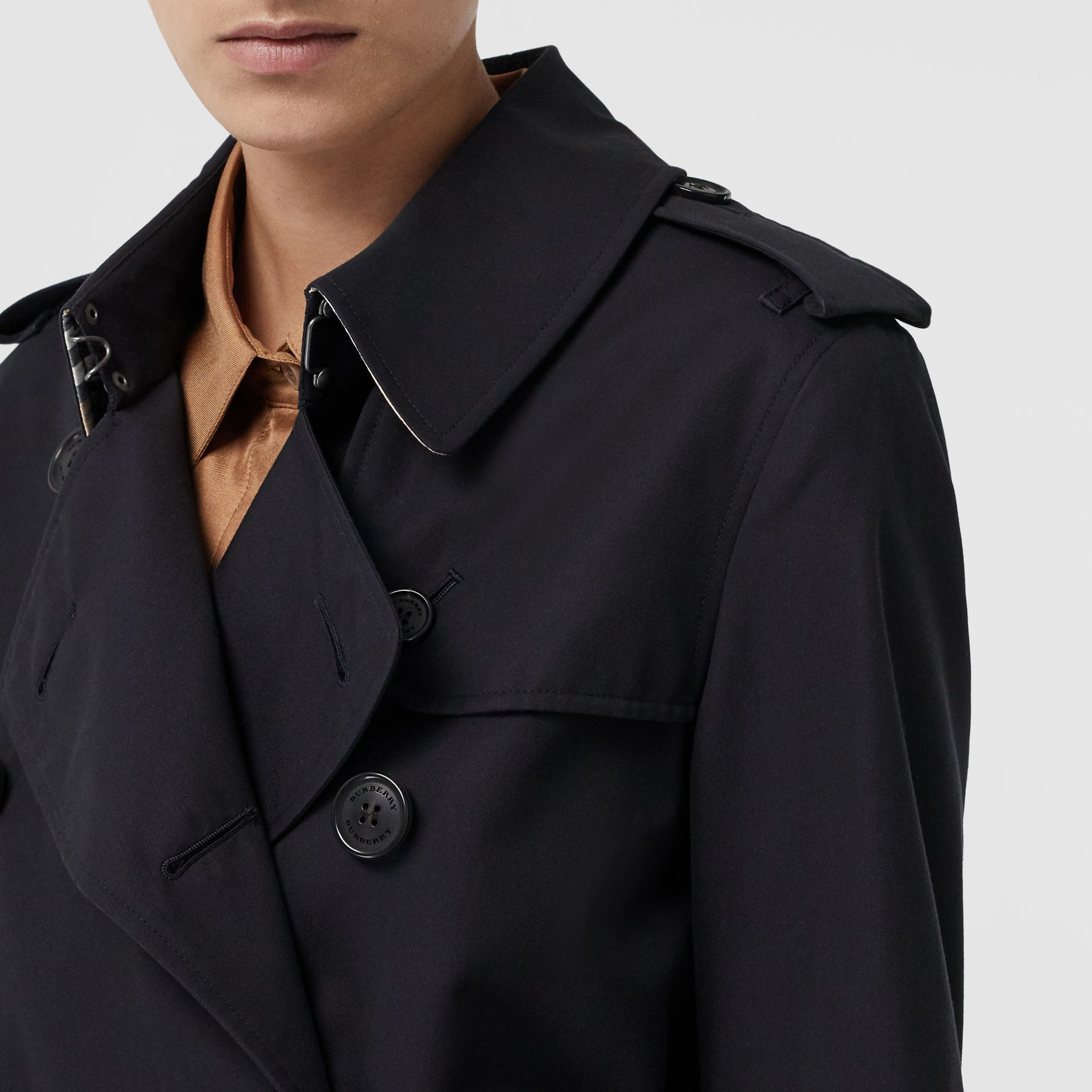 The Mid-length Kensington Heritage Trench Coat in Midnight - Women | Burberry United Kingdom - gallery image 11