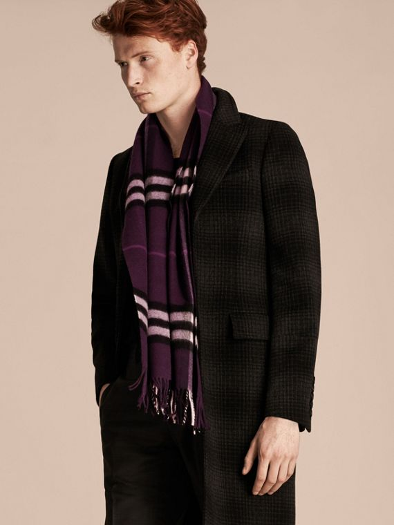 The Classic Cashmere Scarf in Check Aubergine - cell image 3