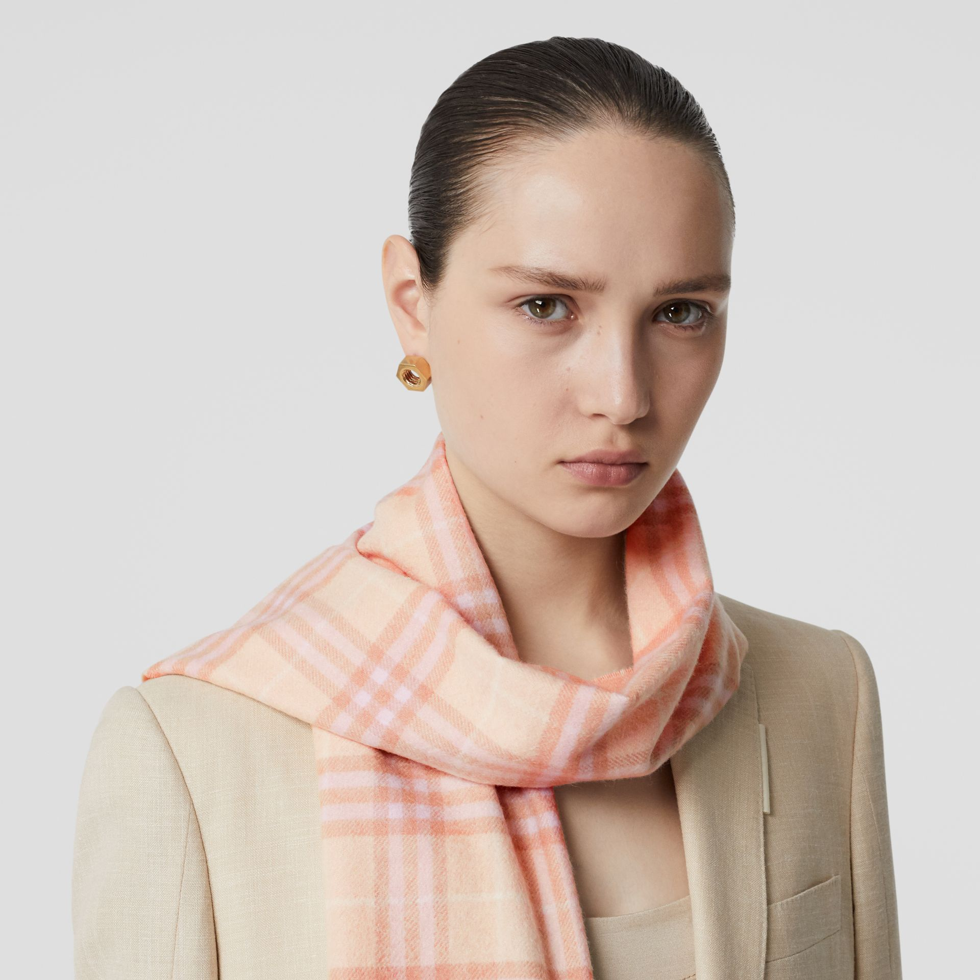 The Classic Vintage Check Cashmere Scarf in Dusty Pink | Burberry Australia - gallery image 2