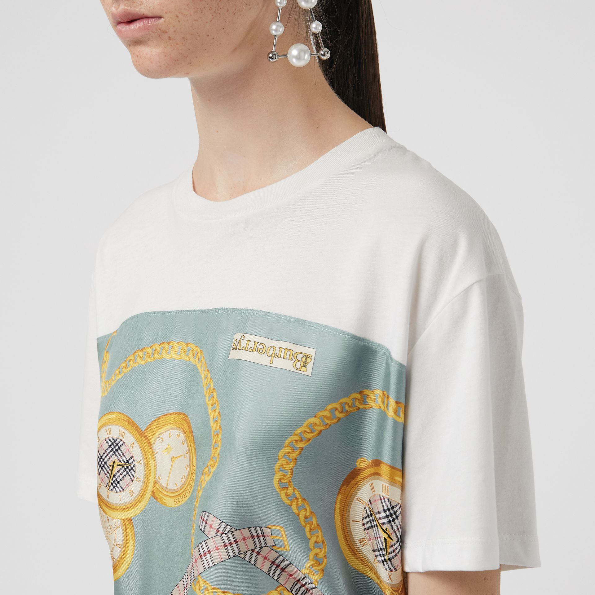 Archive Scarf Print Oversized T-shirt in White - Women | Burberry - gallery image 1