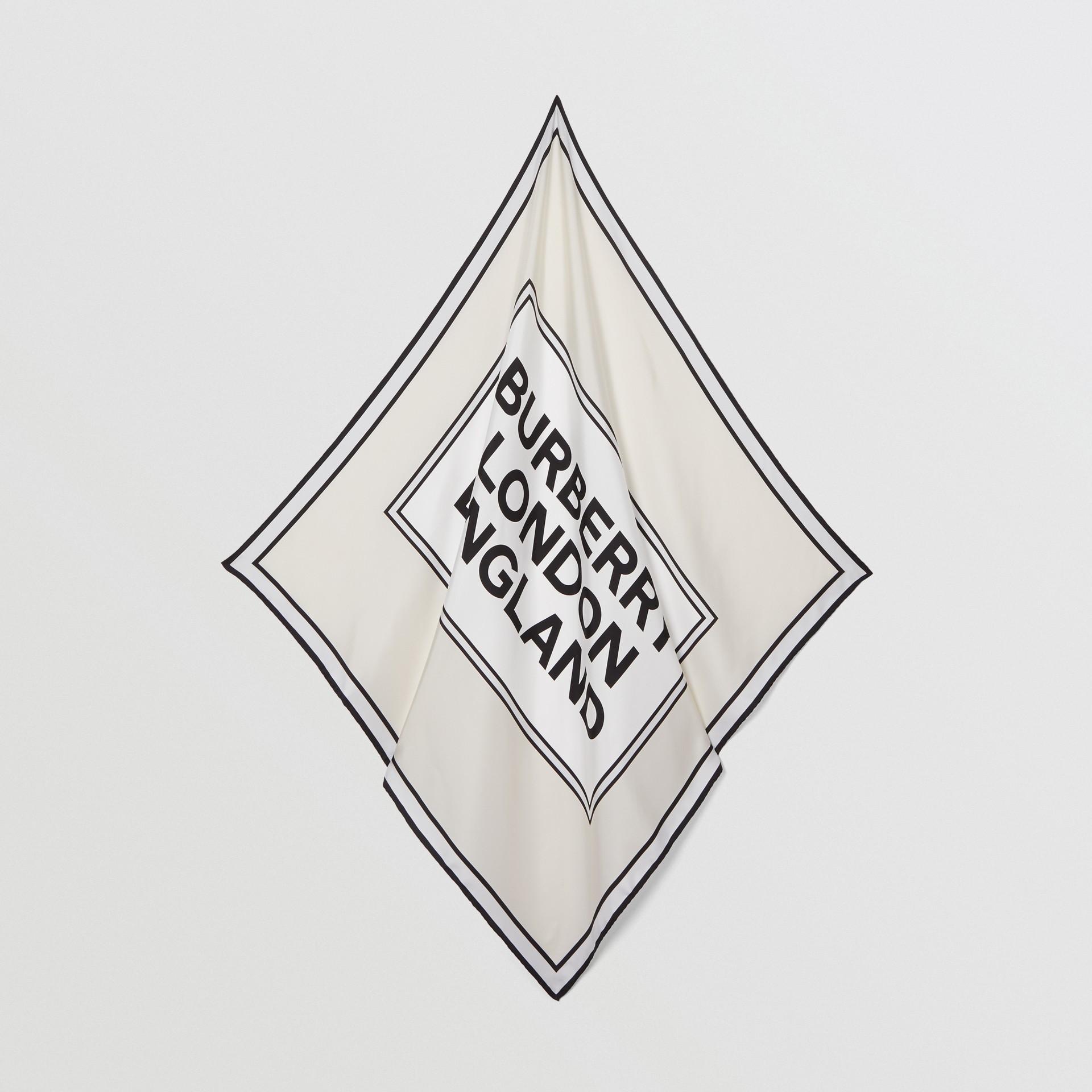 ロゴプリント シルク スクエアスカーフ (バニラ) | バーバリー - ギャラリーイメージ 4