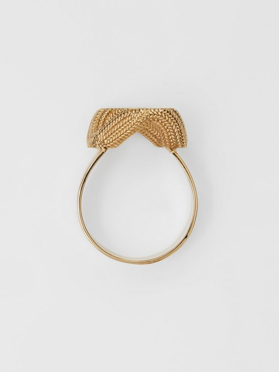 Gold-plated Chain-link Ring in Light