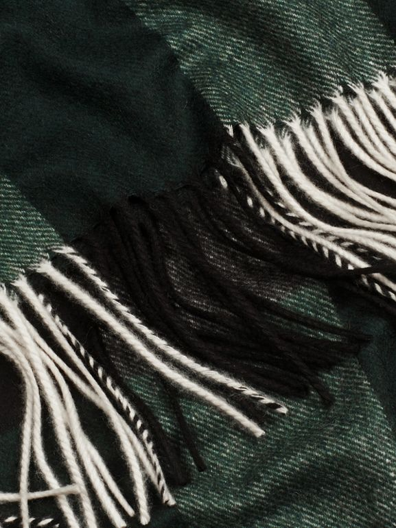 Check Cashmere Blanket in Dark Forest Green | Burberry United Kingdom - cell image 1