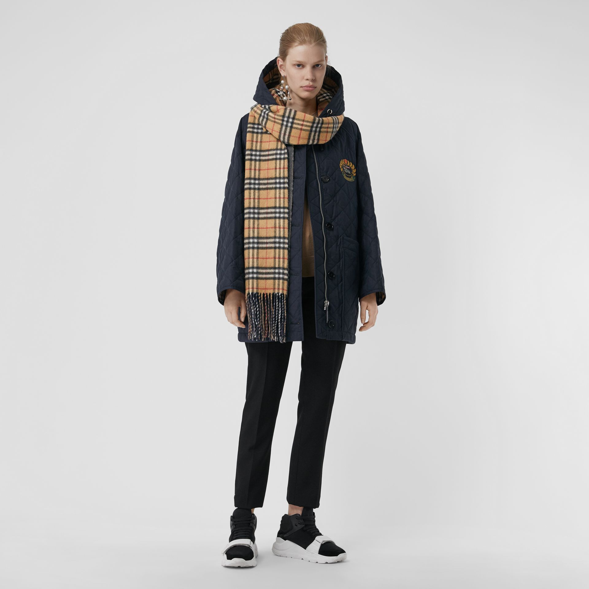 Long Reversible Vintage Check Double-faced Cashmere Scarf in Slate Blue | Burberry Canada - gallery image 2