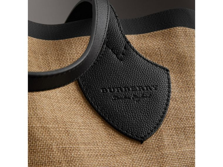 The Medium Giant Tote in Graphic Print Jute in Black - Women | Burberry - cell image 1