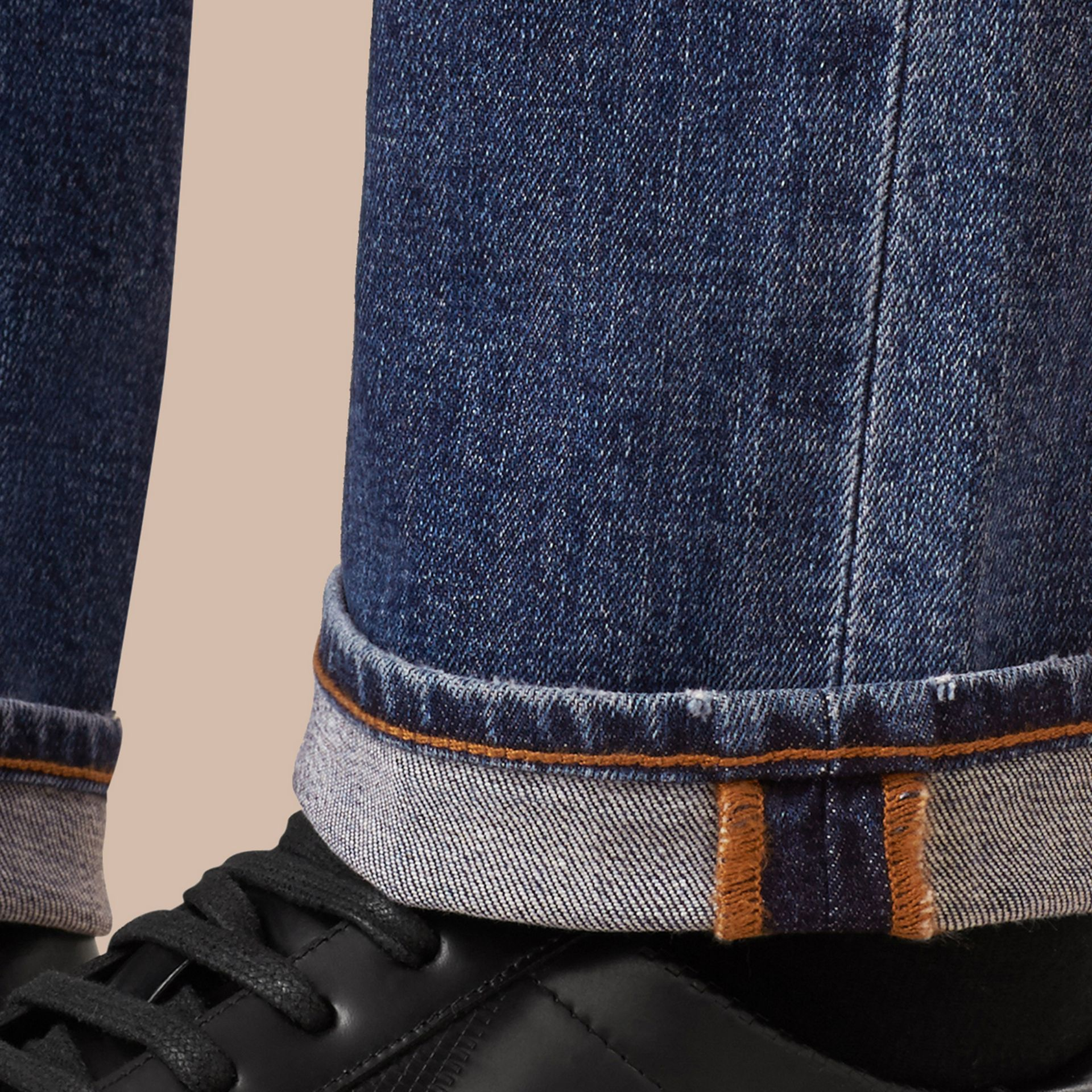 Jean stretch de coupe droite en denim japonais - Homme | Burberry - photo de la galerie 6