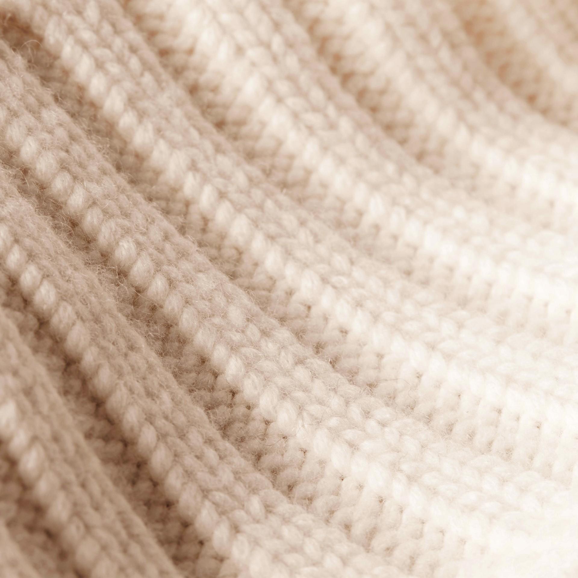 Bianco Cardigan in cashmere lavorato a maglia con cintura - immagine della galleria 2