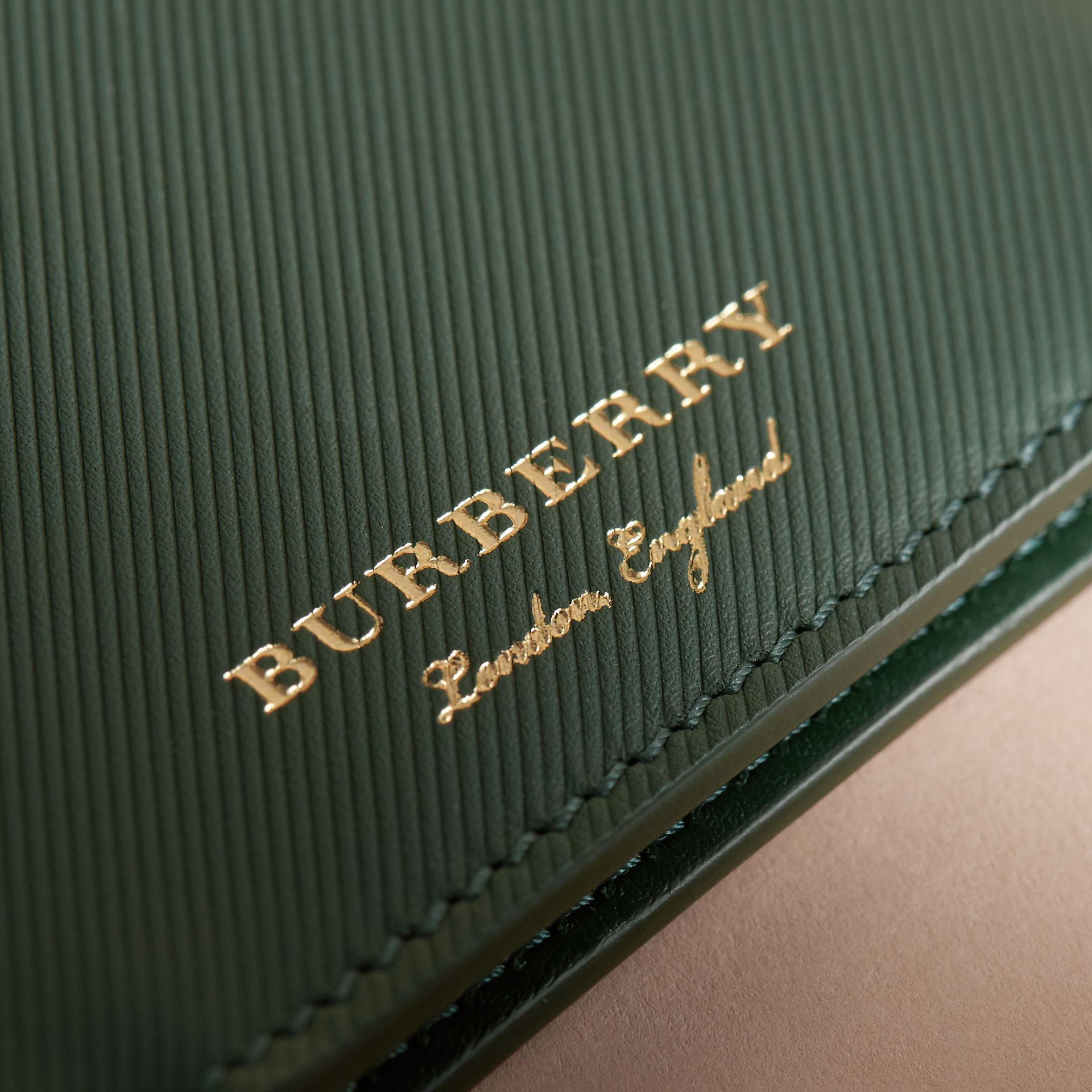 Trench Leather International Bifold Wallet in Dark Forest Green - Men | Burberry Hong Kong - gallery image 2