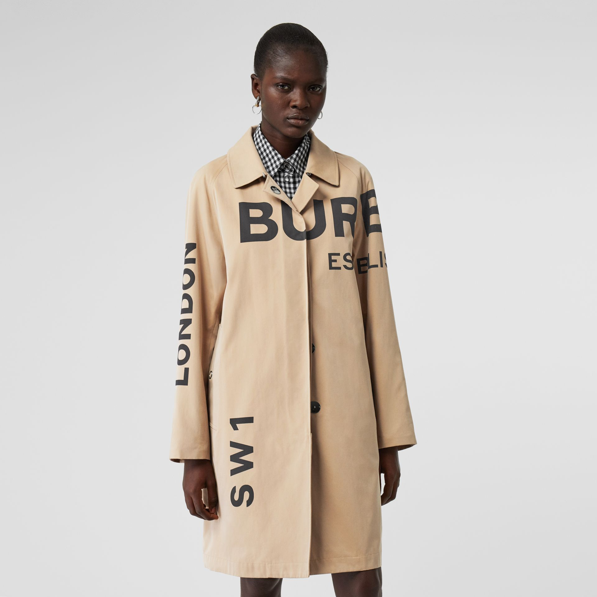 Car coat in gabardine di cotone con stampa Horseferry (Miele) - Donna | Burberry - immagine della galleria 6