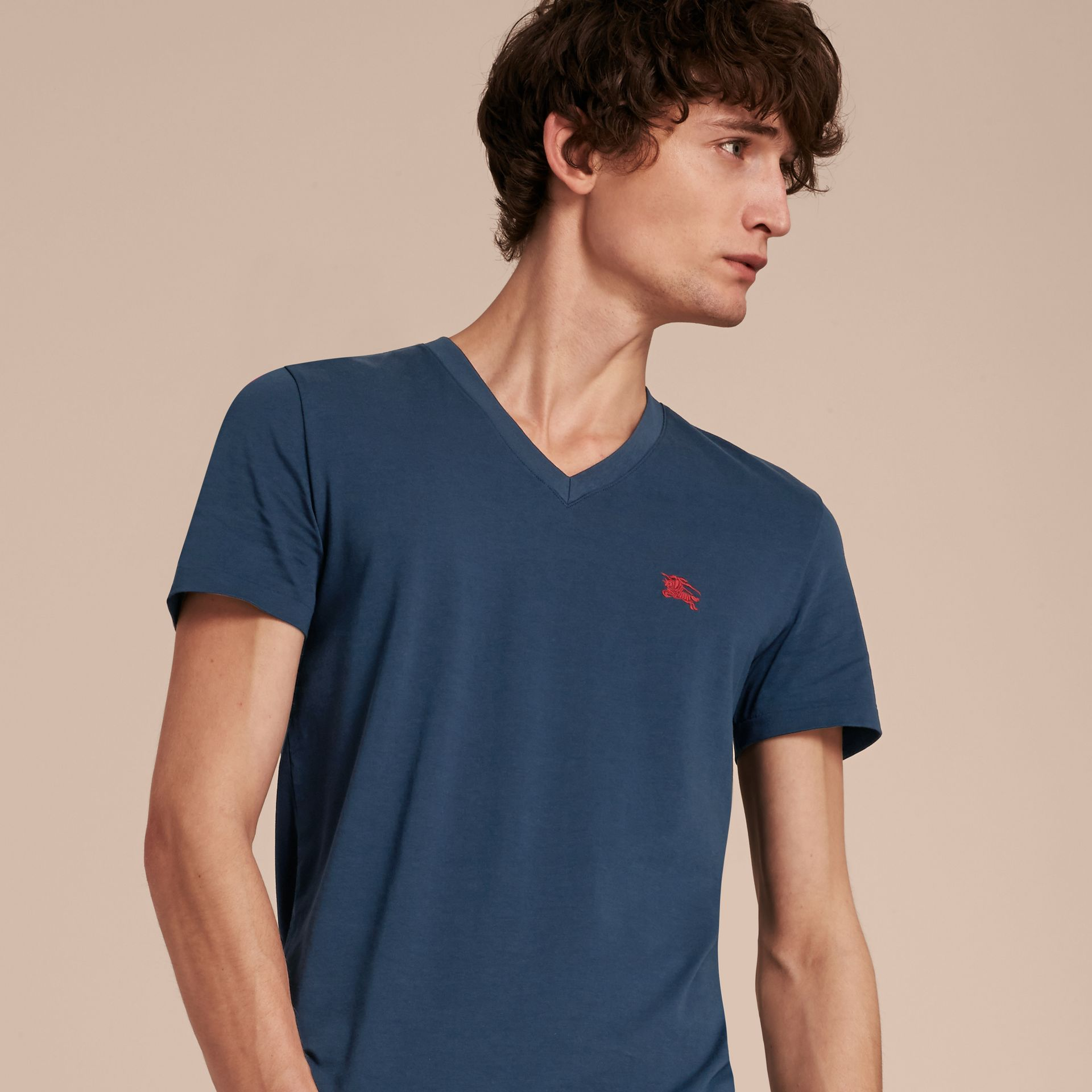 Cotton V-neck T-shirt Navy - gallery image 6
