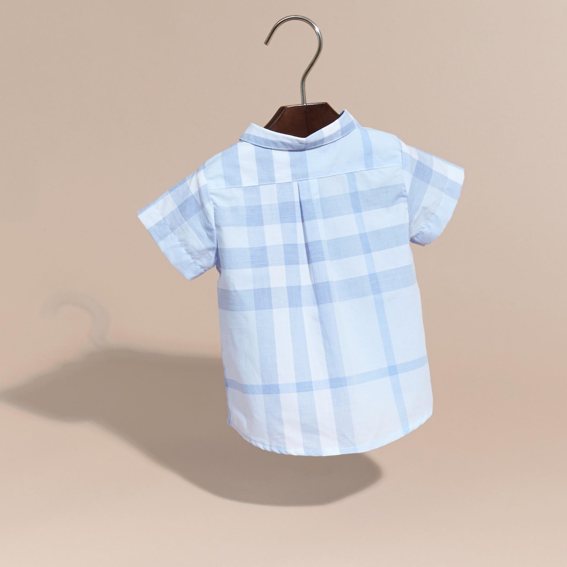 Bleu glacé Chemise en coton à manches courtes avec motif check - photo de la galerie 4