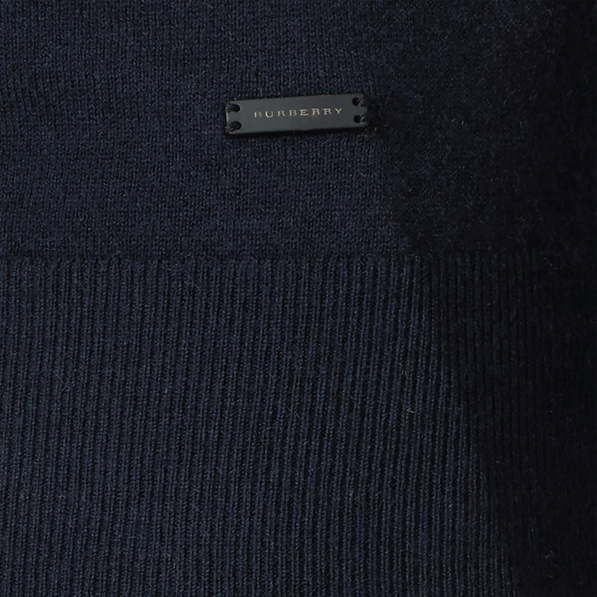 Azul marinho Suéter de cashmere com decote em V Azul Marinho - galeria de imagens 2