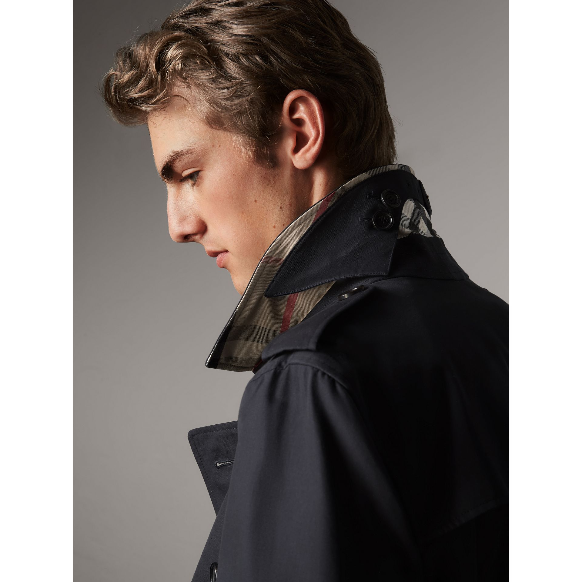 The Kensington – Mid-length Heritage Trench Coat in Navy - Men | Burberry Canada - gallery image 2