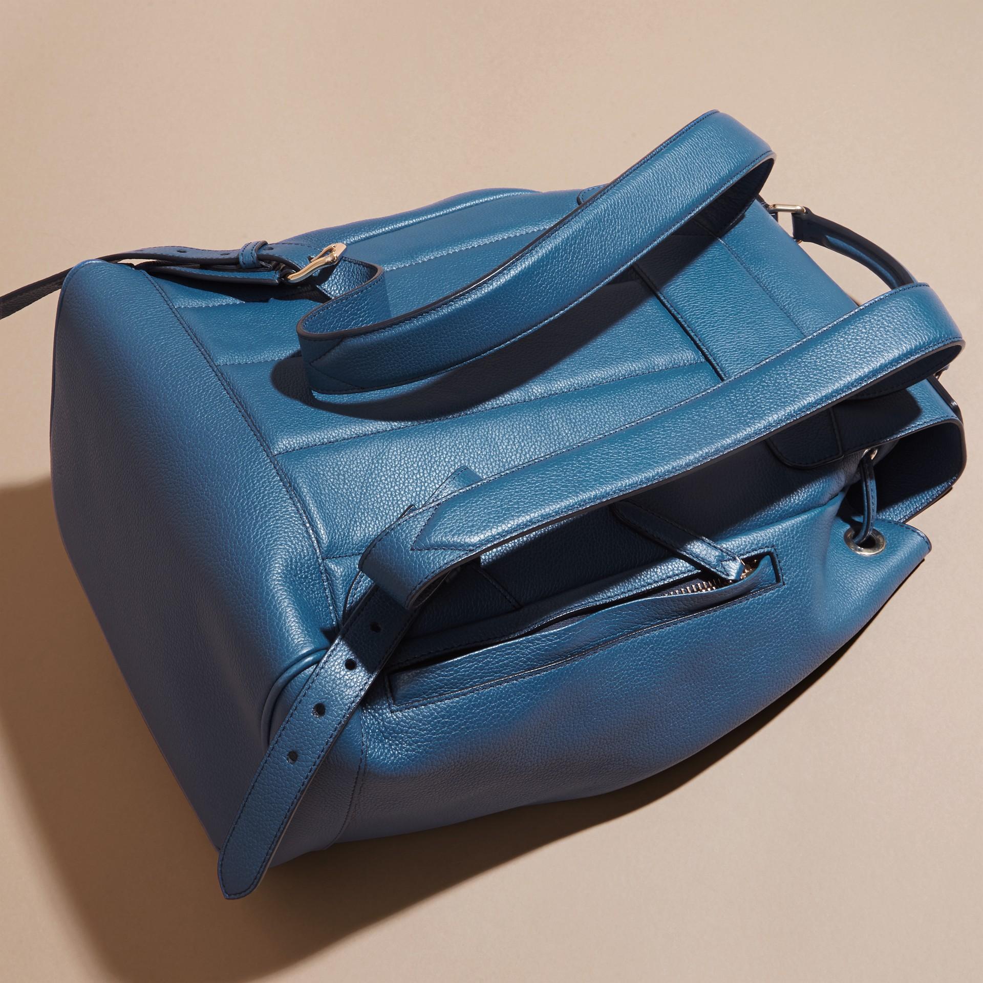 Blu minerale Zaino in pelle a grana Blu Minerale - immagine della galleria 5