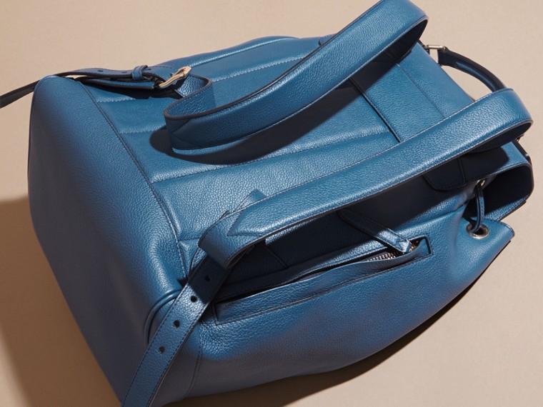 Mineralblau Rucksack aus genarbtem Leder Mineralblau - cell image 4
