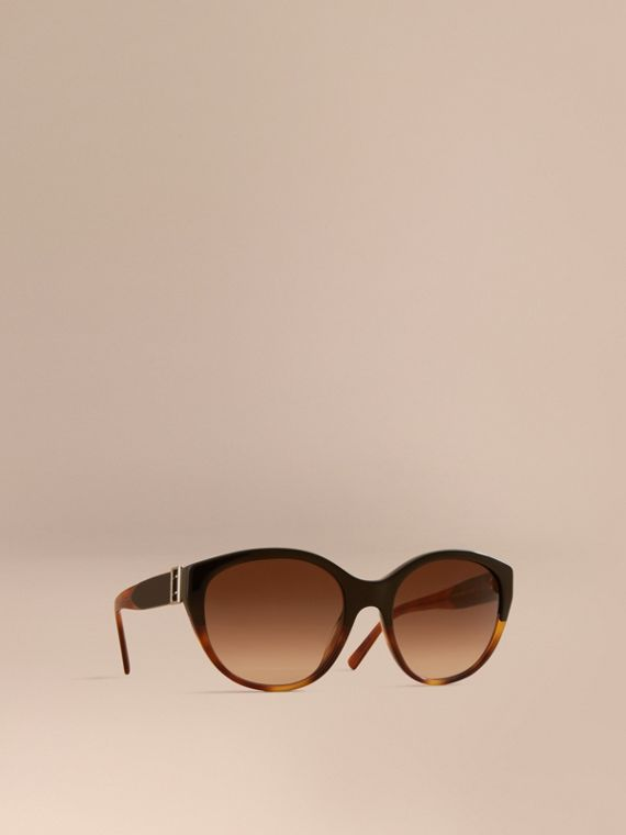 Buckle Detail Round Frame Sunglasses in Tortoise Amber - Women | Burberry
