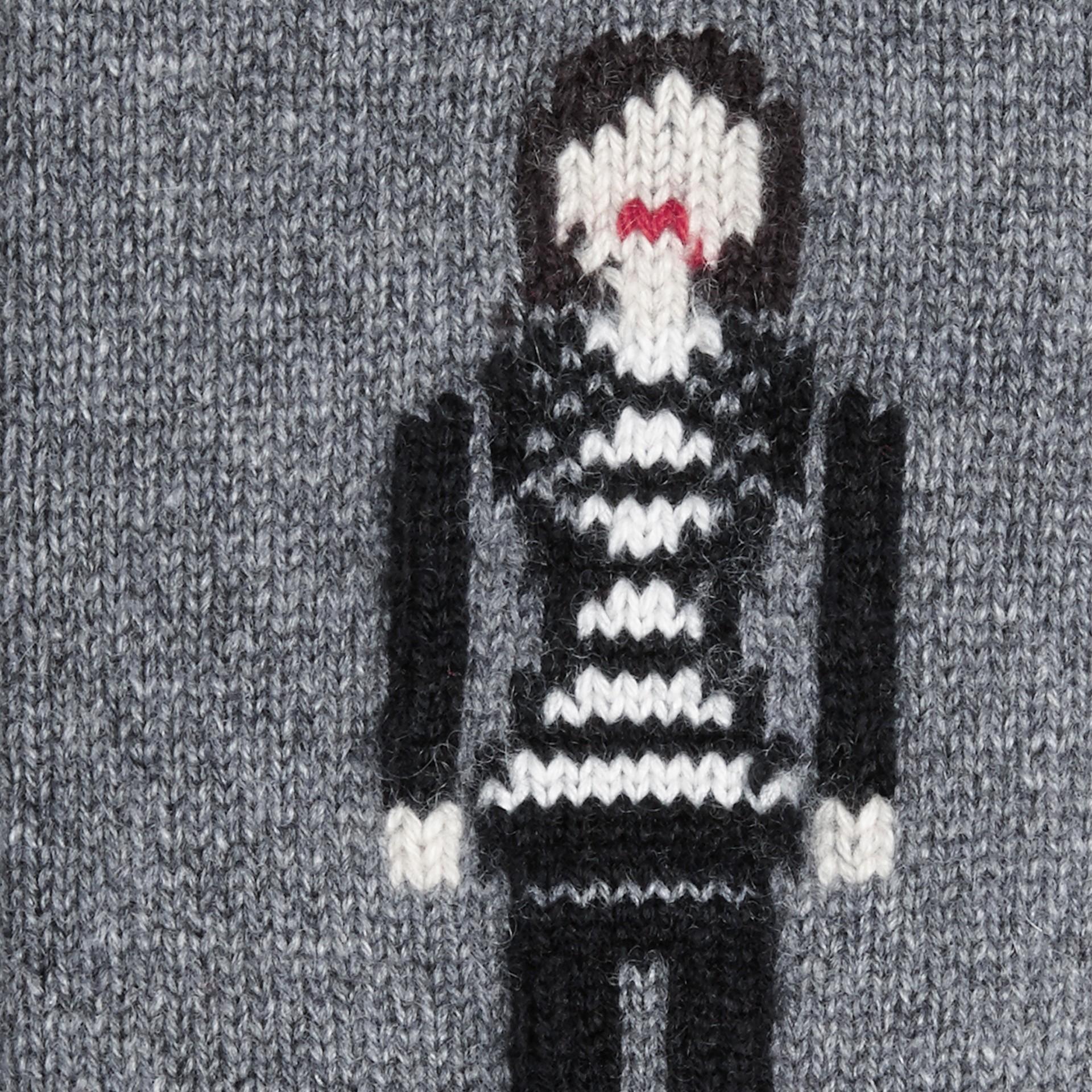Camaïeu de gris moyens Chaussettes en cachemire à l'effigie de la Brit Girl - photo de la galerie 2