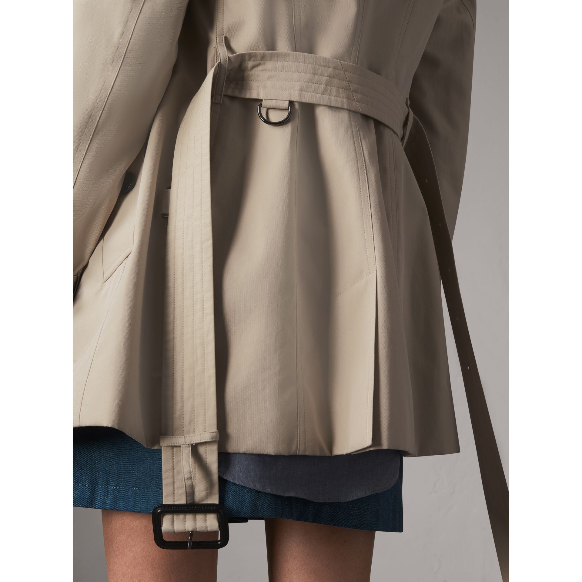 The Sandringham – Short Heritage Trench Coat in Stone - Women | Burberry - gallery image 6