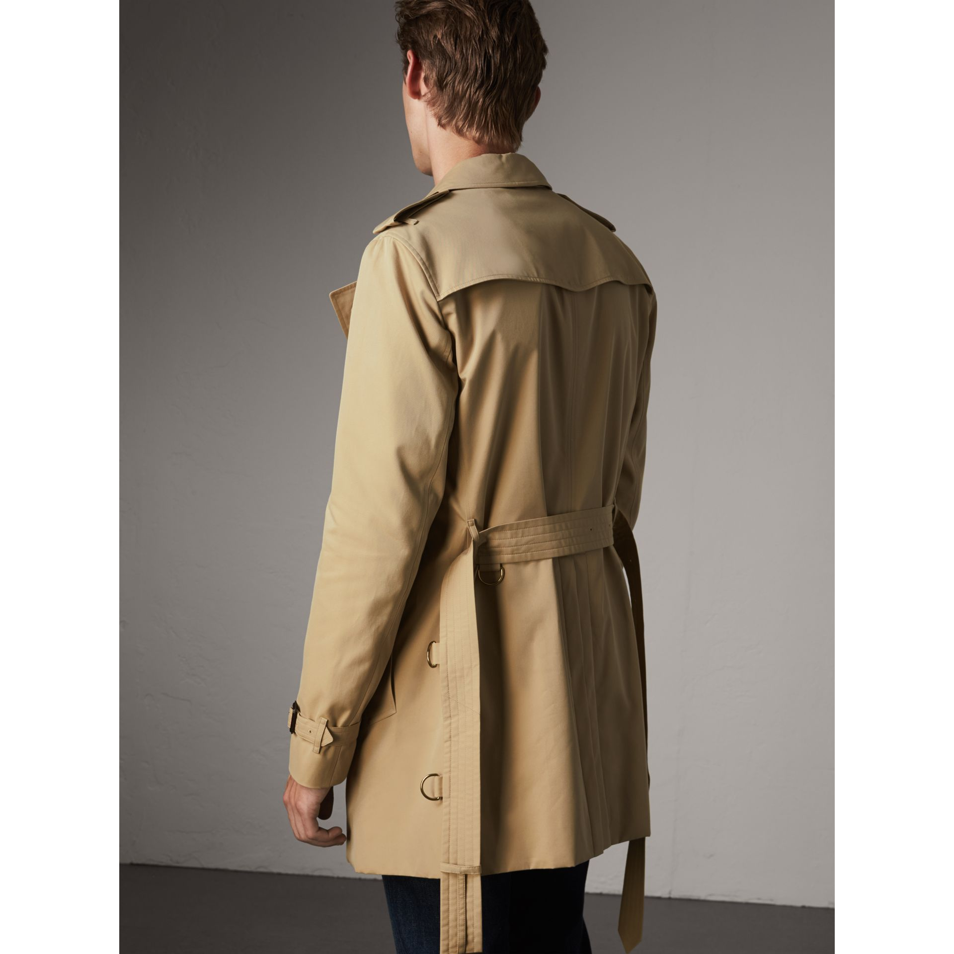 The Chelsea – Mid-length Heritage Trench Coat in Honey - Men | Burberry Singapore - gallery image 3