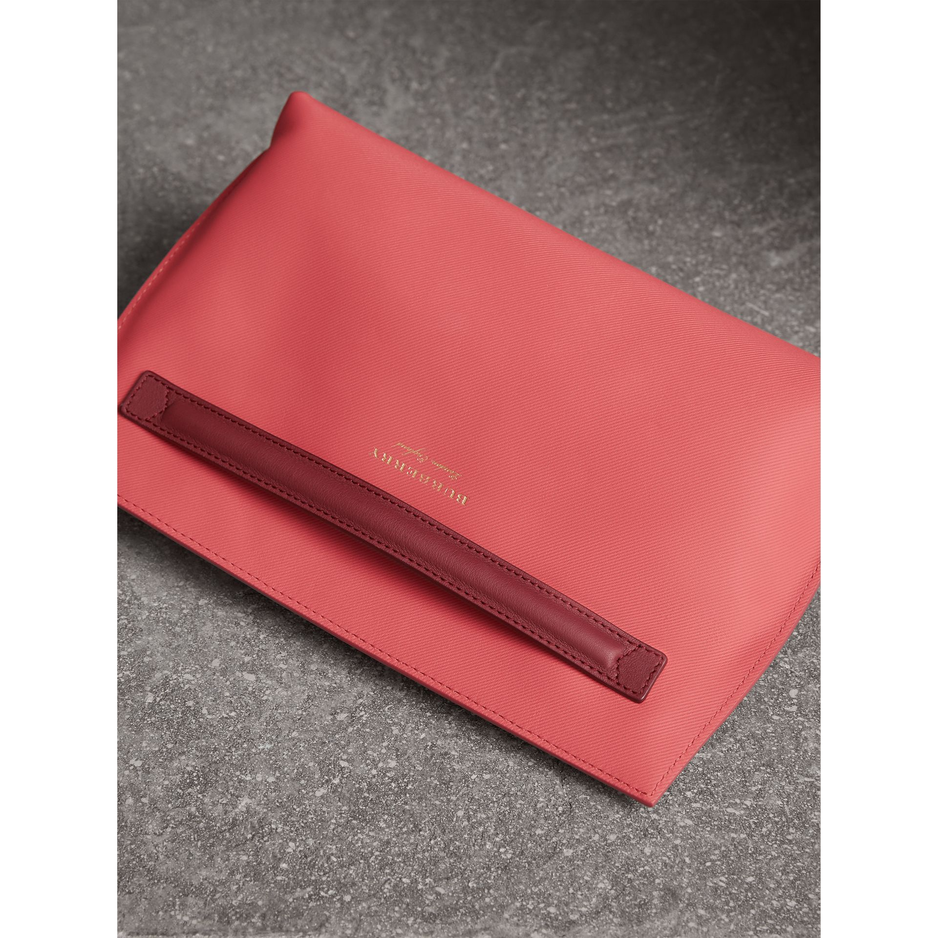Two-tone Trench Leather Wristlet Pouch in Blossom Pink/antique Red - Women | Burberry United States - gallery image 4