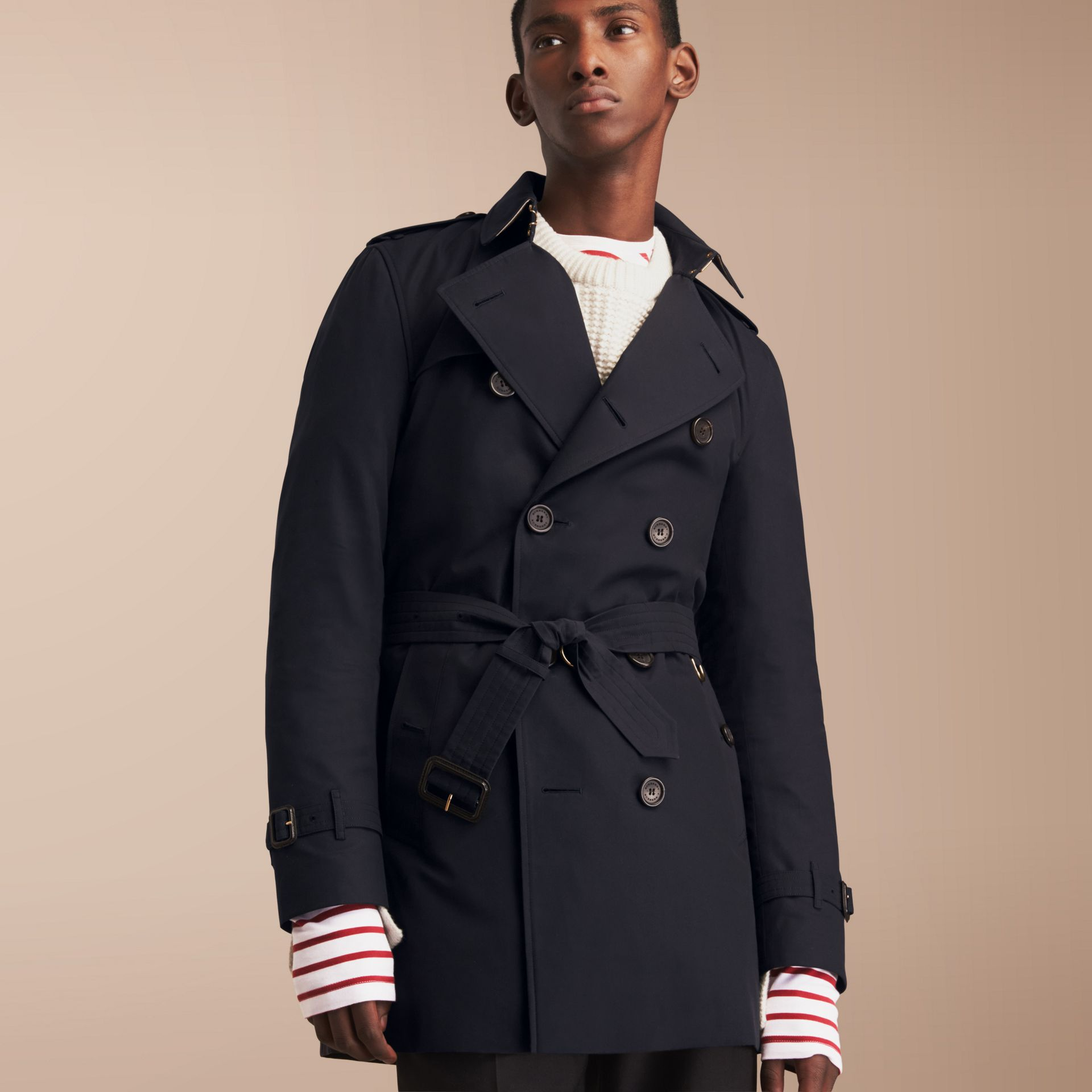 The Kensington – Mid-length Heritage Trench Coat in Navy - Men | Burberry - gallery image 7