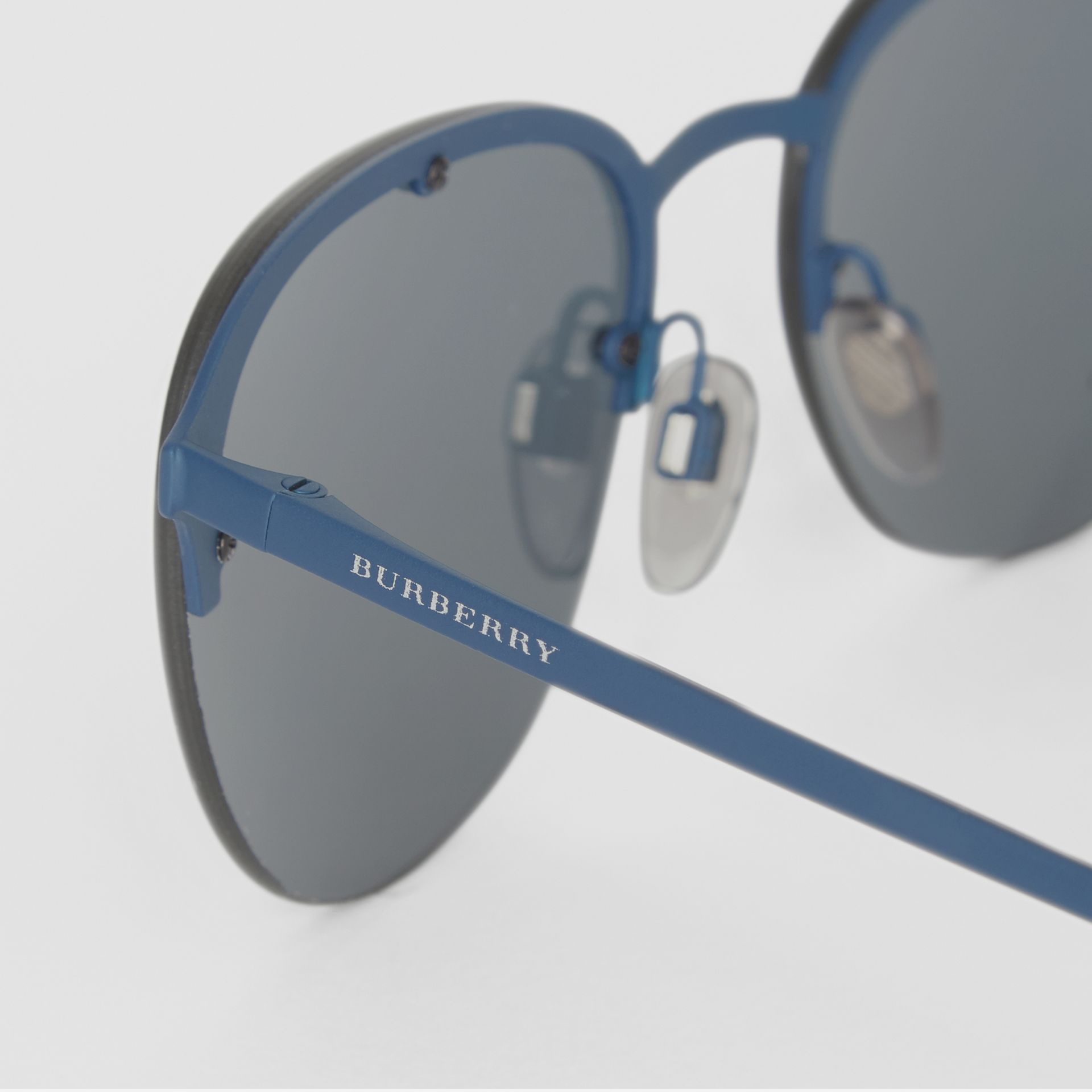Round Frame Sunglasses in Blue - Men | Burberry Hong Kong - gallery image 1