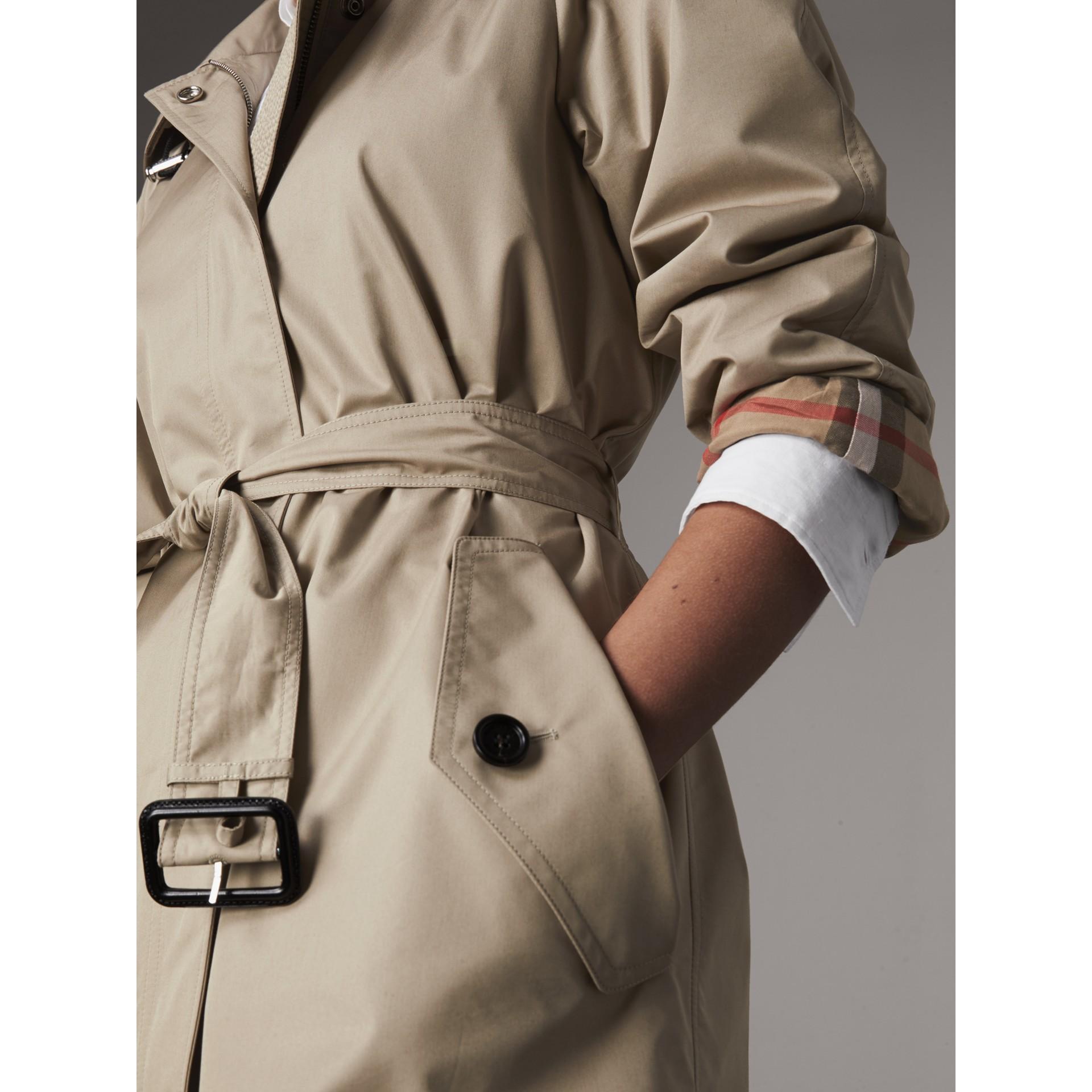 Abrigo tres cuartos en mezcla de algodón con capucha de quita y pon (Piedra) - Mujer | Burberry - imagen de la galería 1