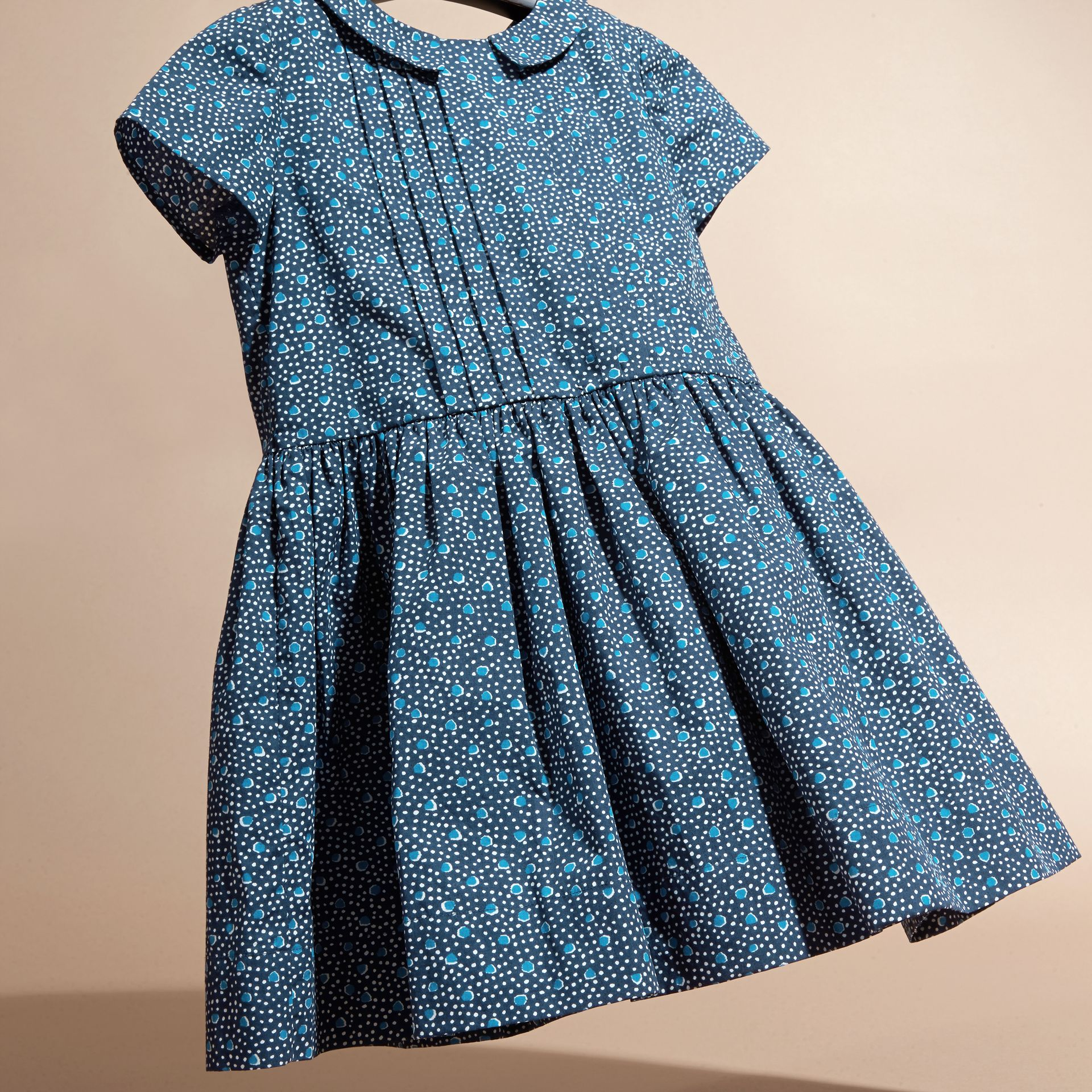 Pale navy Pleat Detail Painterly Spot Print Cotton Dress - gallery image 3