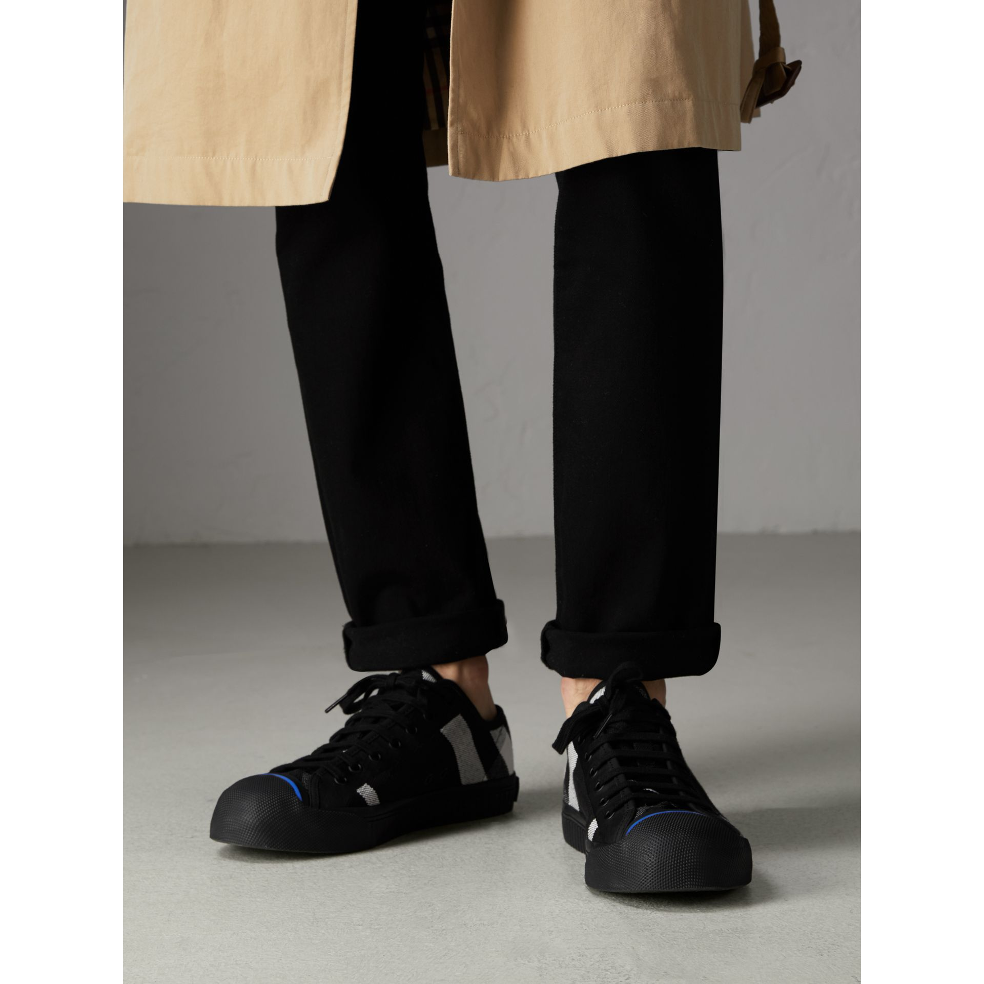 Sneakers en cuir et tissu Canvas check (Noir) - Homme | Burberry Canada - photo de la galerie 2