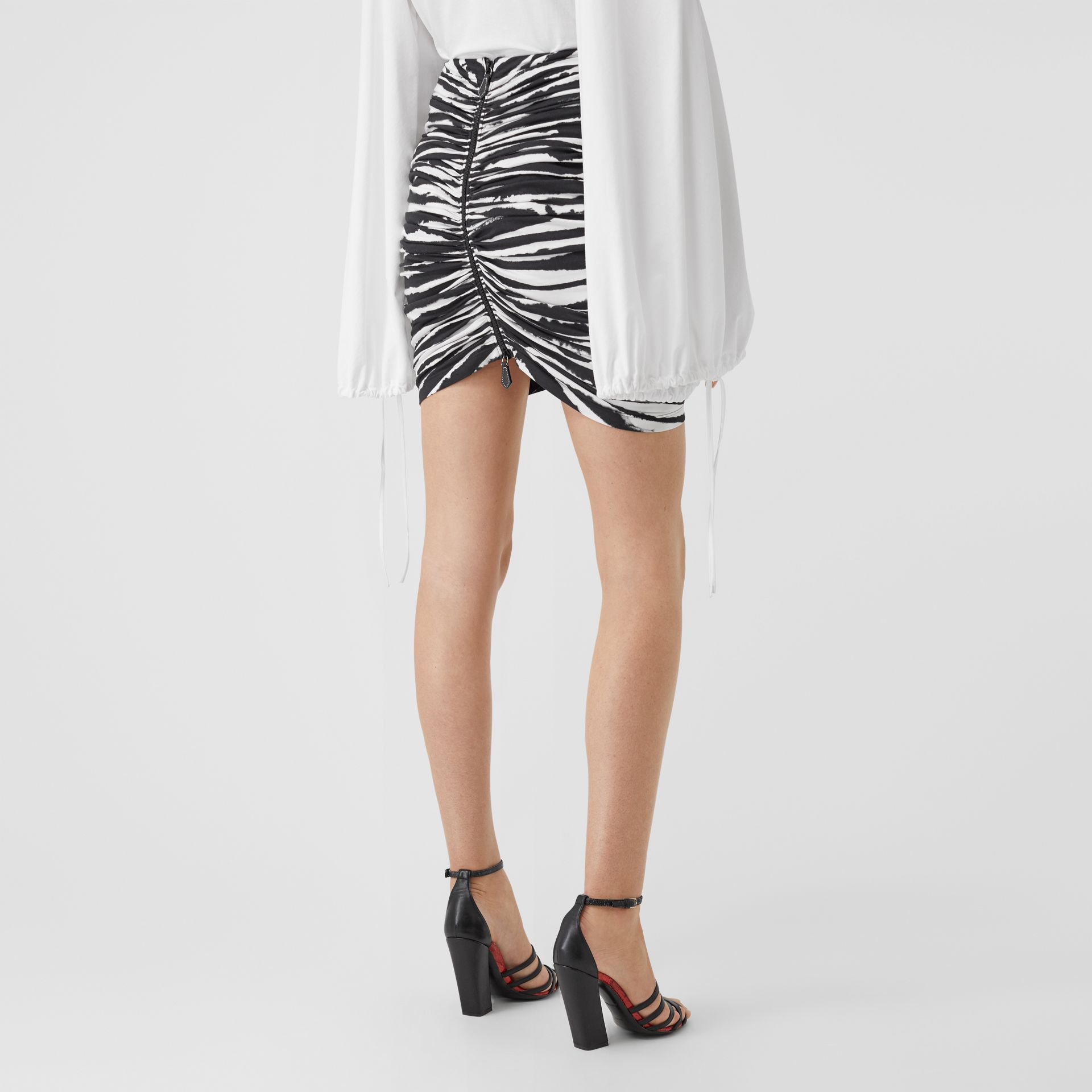 Zip Detail Watercolour Print Stretch Cotton Mini Skirt in Monochrome - Women | Burberry - gallery image 2