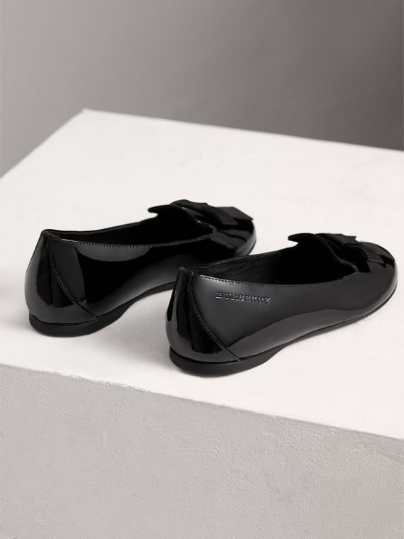 Bow Detail Patent Leather Ballerinas in Black - Girl | Burberry - cell image 2