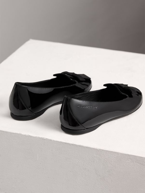 Bow Detail Patent Leather Ballerinas in Black | Burberry Singapore - cell image 2