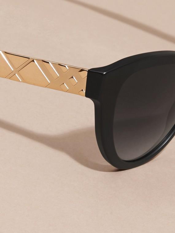 Black 3D Check Cat-eye Sunglasses Black - cell image 3