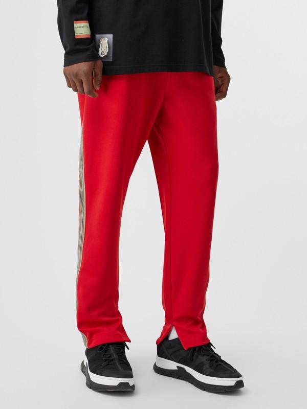 Pantaloni sportivi in jersey con iconico motivo a righe (Rosso Intenso) - Uomo | Burberry - cell image 3