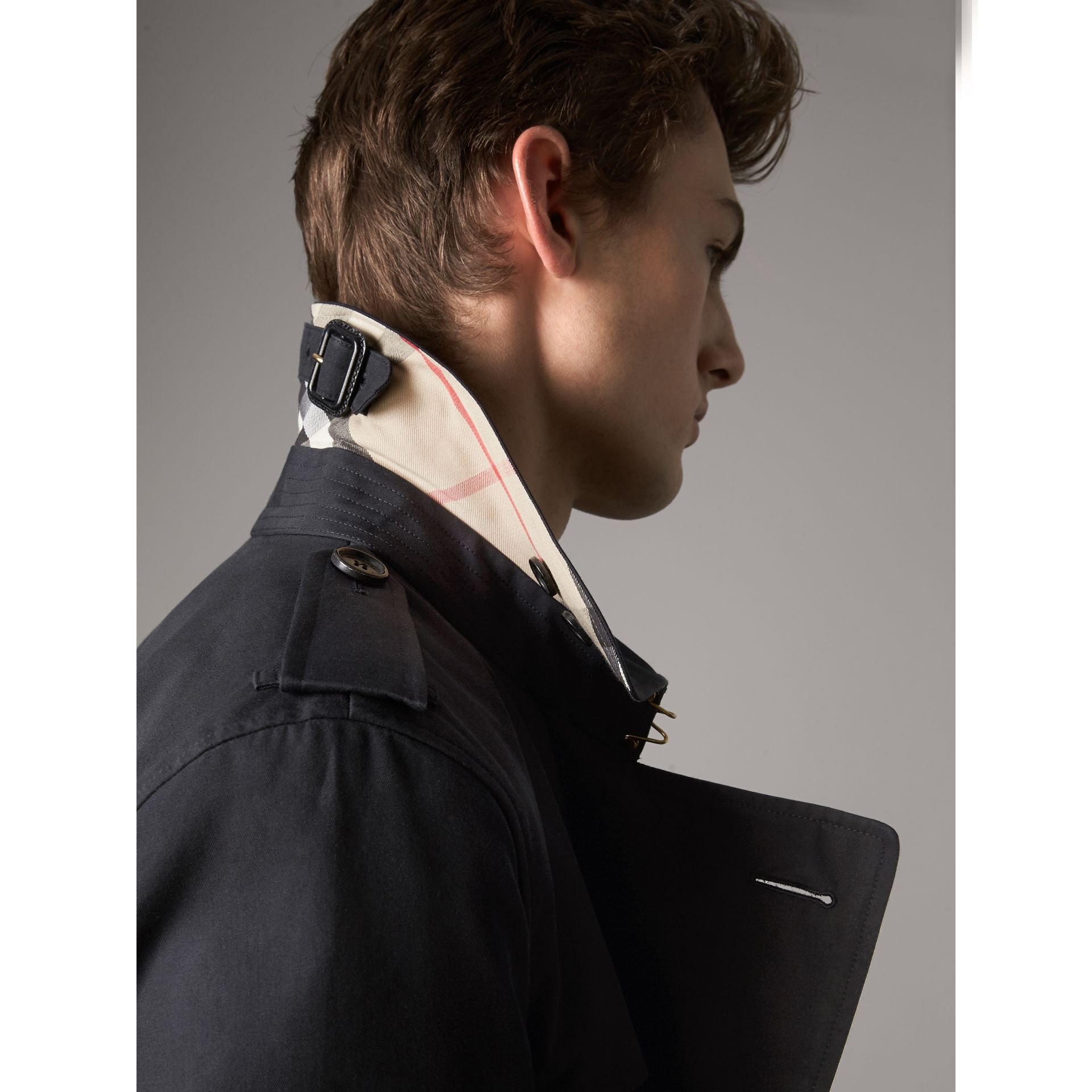 The Kensington – Long Trench Coat in Navy - Men | Burberry United Kingdom - gallery image 2