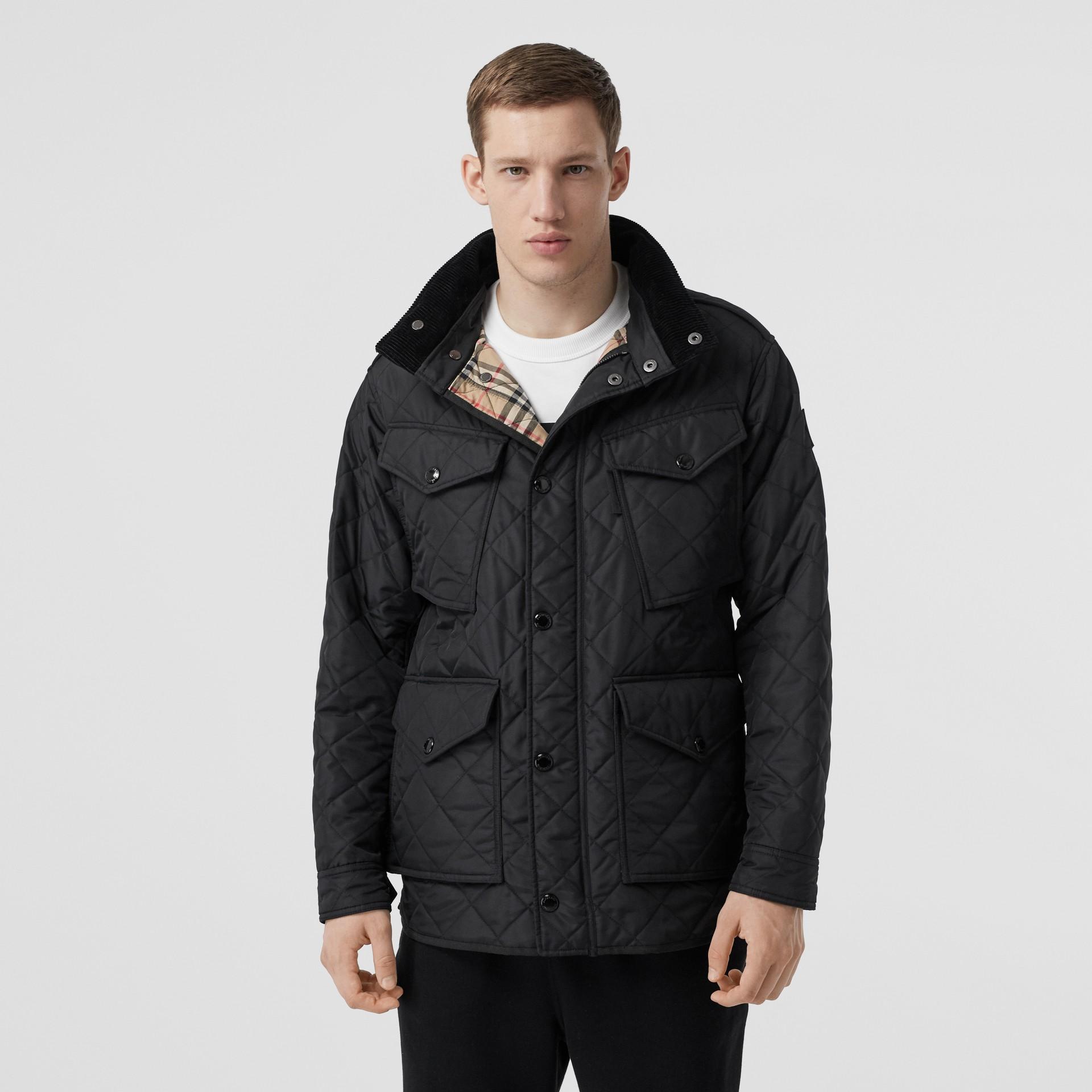 Jaqueta estilo militar termorregulada em matelassê com capuz embutido (Preto) - Homens | Burberry - galeria de imagens 6