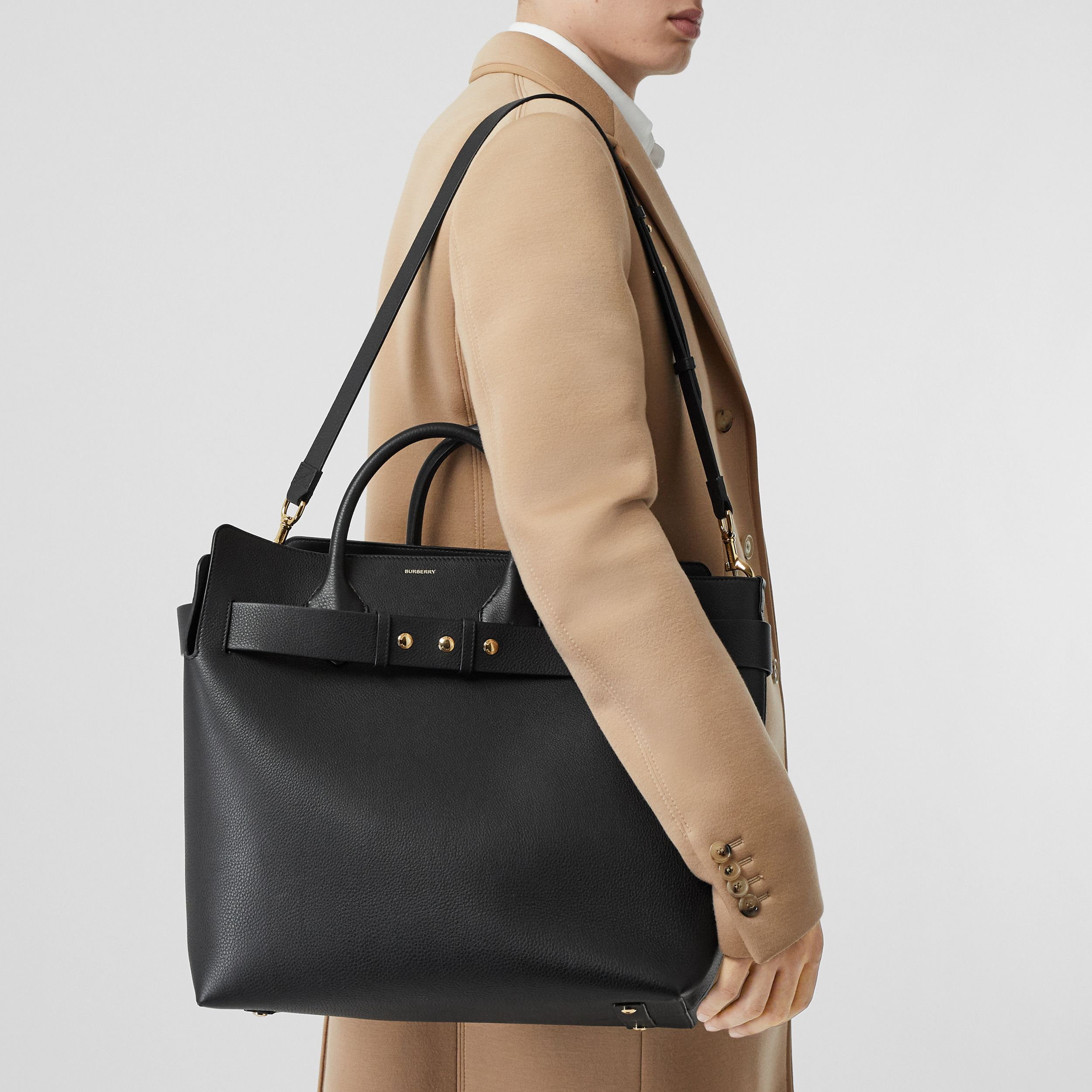 Grand sac The Belt en cuir à triple pression (Noir) - Femme | Burberry Canada - 4