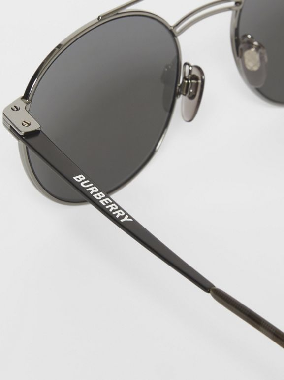 Top Bar Detail Round Frame Sunglasses in Gunmetal/dark Green - Men | Burberry - cell image 1