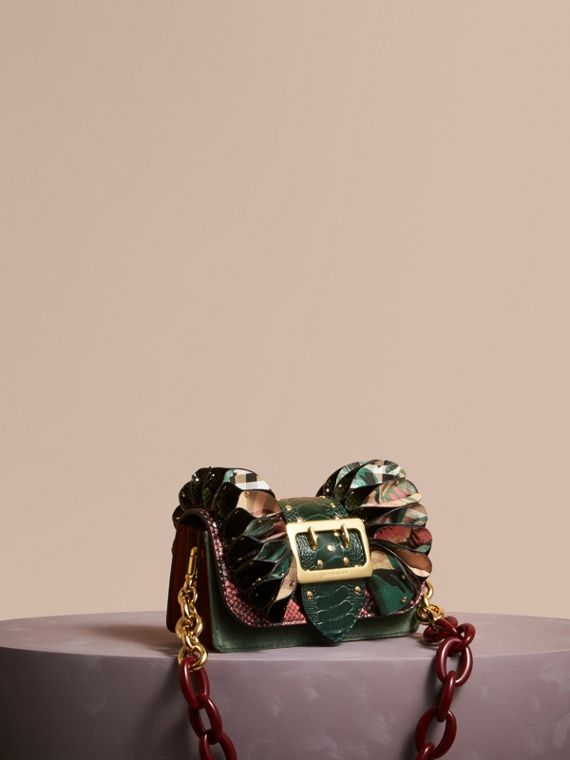 The Ruffle Buckle Bag aus Natternleder, Straußenleder und Check-Gewebe Rosenrosa